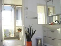 バルコニーに面した浴室